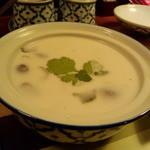 まんごや - 鶏肉のココナッツとカーのスープ(トムカーガイ)