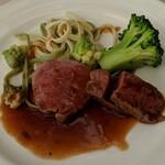 むっしゅカトウ - [料理] 子牛 フィレ肉のステーキ プレート 全景♪W