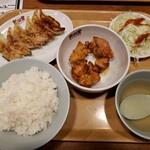 122673437 - 鶏のから揚げ&餃子定食 850円
