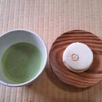 掬月亭 - 抹茶と和菓子(木守)。