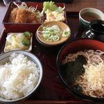 中一 - 料理写真:日替わり定食(チキン)