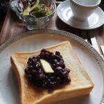 122681515 - 小倉トースト。