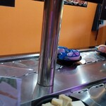 辣幸子回転火鍋 - 奥はタマゴ、手前は豆腐
