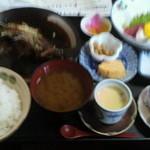 12269287 - 日替わりランチ(800円)、天ぷらか煮魚を選択