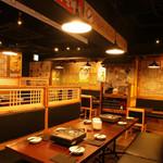 チョアチョア - 韓国料理に見合った雰囲気を楽しめる店内。8名様席も御座います。