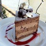 カフェ ムルソー - ダークチェリーのガナッシュケーキ