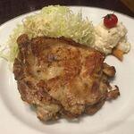 焼鶏あきら - 鶏もも肉炭火焼き(塩)