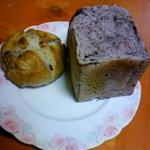 1227431 - 黒玄米パンとクルミパン