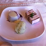 12270461 - デザート(左:グレープのババロア、右:いちごのケーキ、下:グレープフルーツのシャーベット/名前うろ覚えです、すみません)
