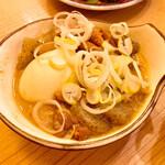 立呑み晩杯屋 - 煮込み玉子入り150円