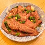 立呑み晩杯屋 - 牛たたきポン酢180円