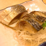 立呑み晩杯屋 - 炙りしめさば200円