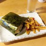 まさむね - 土気からし菜おむすび(¥275)。添えられた切干大根の唐辛子漬(はりはり漬)も美味