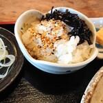 蕎麦工房 まつ田 - 鴨せいろにつく、薬味、小鉢類、ご飯はサービス