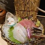 魚と溶岩焼 温 - お刺身五品盛り