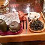 神戸岩茶荘 - 白と赤の烏龍茶「ハクモウホウ」