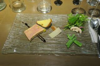 藤沢 日本酒×肉バル 来酒 - アントレー フォアグラのテリーヌ、鴨肉の生ハム サラダ仕立て
