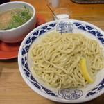 九州らーめん 亀王 - 特ねぎつけ麺(300g)