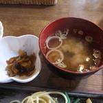 マンガ館ヴィラ  - 味噌汁&漬物