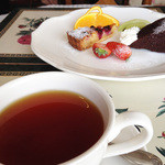 サロンド・カフェ・マンナ - 紅茶ケーキセット