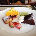 サロンド・カフェ・マンナ - ブラックベリーのタルト、ガトーショコラ