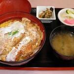 慶慶飯店 - 料理写真:カツ丼 950円
