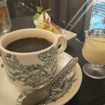 東南アジア食堂 マラッカ - 練乳が共にやってくる