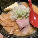 122738613 - らー麺(白味噌)+バター…税込880+300円=1180円