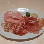 122739322 - イタリア風前菜の盛り合わせ