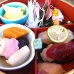 三ツ橋 - 桜の季節限定「花見弁当」
