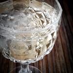 三ツ橋 - 食前酒。桜の花びらが・・・。