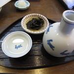 志美津や - 冷酒・「昆布と椎茸煮」が付いた