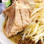 にらなんばんラーメン 香麺 - 肉の塊