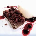 サポセントゥ ディ アキ - 二種類のチョコレートケーキ グラッパのジェラート。程よい甘みと酸味の「大人のドルチェ」