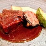 サポセントゥ ディ アキ - 牛ほほ肉の赤ワイン煮込み