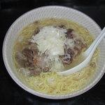 さつき亭 - 大人気、コムタン使用の塩味の肉そばです、戸田塩がいい味出してます。