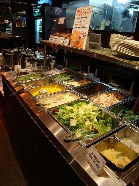 スコール 東新宿店 - 充実した食べ放題のサラダ-バー