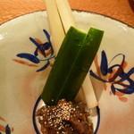 和料理 さうだーで - ウドと胡瓜のスティックのバッケ味噌添え