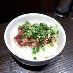 122761658 - 牛すじごはん(単品¥300)。甘辛く炊かれた牛すじ。スープを入れたとき、わさびが良い仕事をする