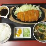 やじろべえ - 鉄板味噌かつ膳 1,200円(税別)。     2019.12.28