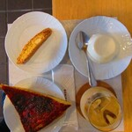 チクロカフェ - 【2019年10月13日】フォカッチャ、ビスコッティ、ビアンコマンジャーレ、アイスカフェラテ。
