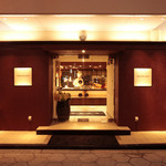リトルモンスター - シックな外観に身を包むカジュアルなホテルレストラン