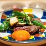 肉屋 雪月花 NAGOYA - すき焼き サーロイン、 松茸 九条葱 愛知県産の満月の卵黄の醤油漬け