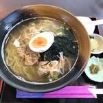 122778605 - 安納芋肉みそラーメン 漬物・柚子胡椒付き 850円(税込)