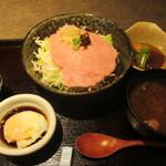 122795773 - 鮪のたたき 温玉醤油丼