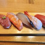 回転寿司 やまと - 特選五貫:上赤身 甘海老 白身サーモン上中落ち サワラ