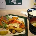 122803439 - 芳寿豚のロース南蛮定食1200円、ご飯大盛り無料になります