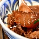 酢重DINING - 牛すじの味噌煮込み定食@1,445円:大根