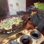椿や - サムギョプサル風♪ お肉はジュウジュウと音をたて運ばれてくる^^そして口に運べばプリップリ!美味い♪野菜で包んでたべるのが嬉しい★