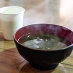 122813127 - あおさのり入り味噌汁とお茶